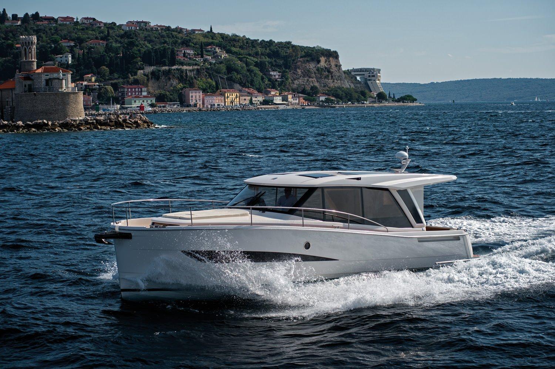The Greenline 39 I Motor Cruiser I Small Yacht I Hybrid Yacht